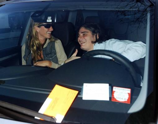 Helly Nahmad, hijo de David Nahmad, fotografiado junto a la modelo Gisele Bundchen, en abril de 2003 en Nueva York. Getty
