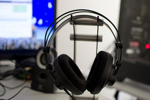 The Samson SR850 headphones on headphone stand from the front