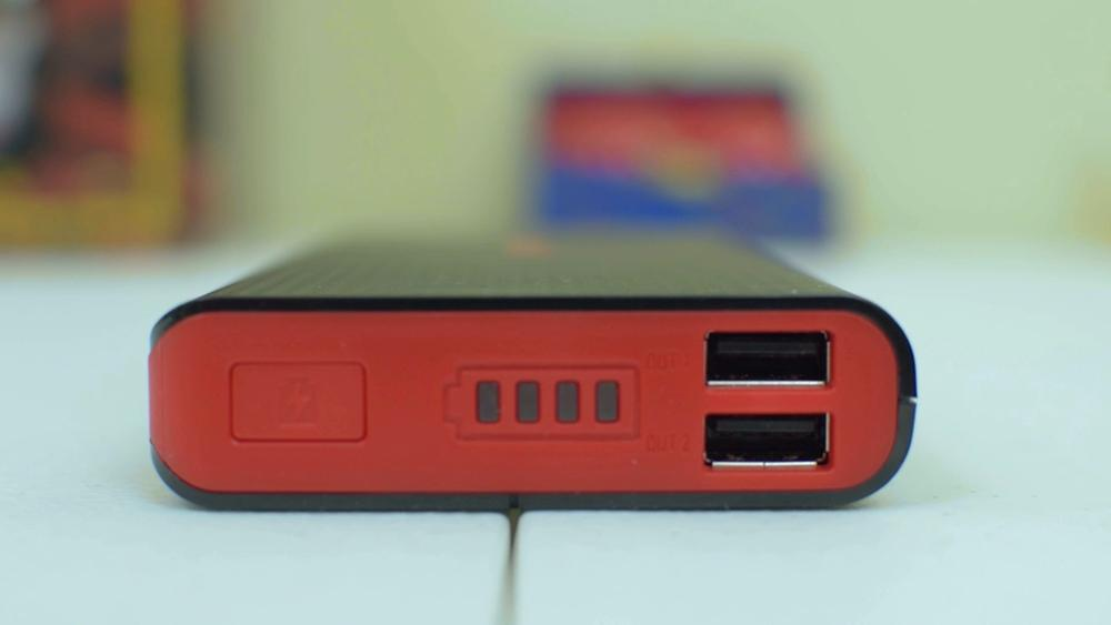 The kmashi mp836 laying on the table with the top of the battery in view showing the 2 charging ports, battery level indicator, and power button