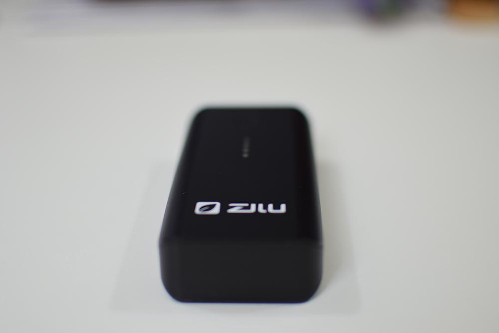 Picture of the Zilu Smart Power Basic laying flat on the table so you can see the bottom