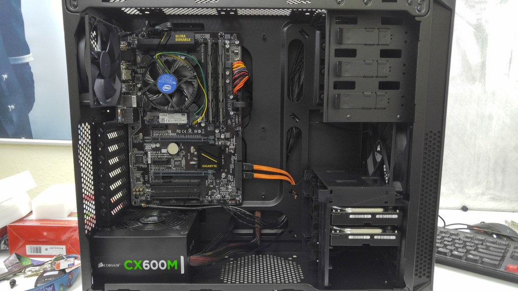 A picture of the inside of my server which is built in the Corsair Carbide 200R