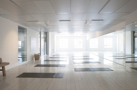 yoga-2959230_960_720.jpg