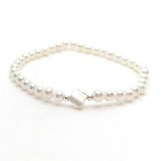 Náramek perly 4mm s kytičkou z perleti