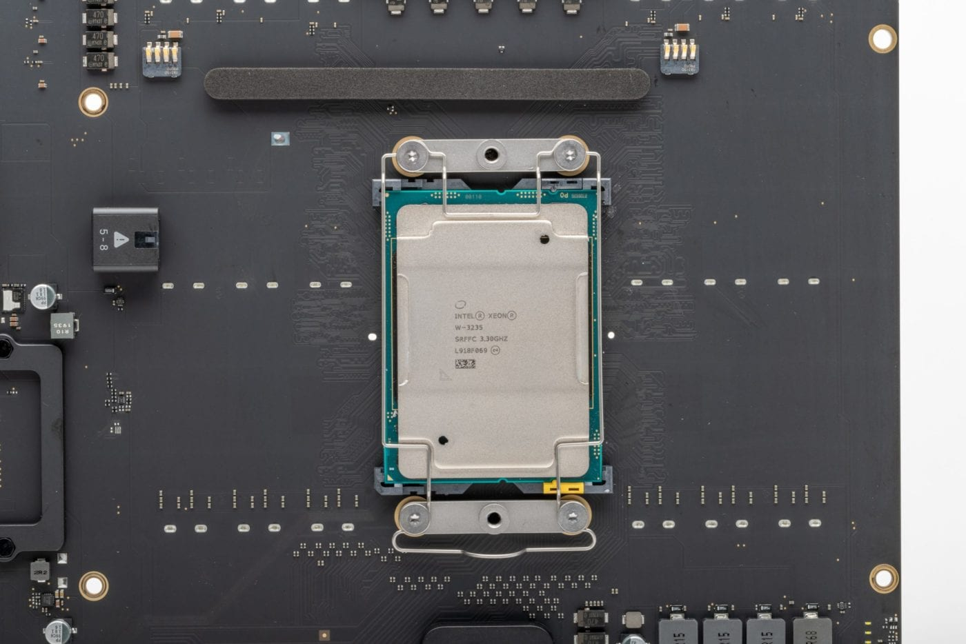 2019 Mac Pro – CPU installed with clip