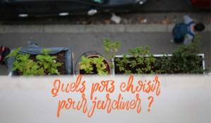 choisir le bon pot : grande jardinière en plastique pour cultiver un potager sur balcon , des plantes aromatiques et des fleurs comestibles comme les œillets de poète.   Échoppe Végétale #jardinagefacile #balcon #poivron #potagerencarré #potagerurbain #jardinière