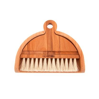 balayette et pelle de table éco-responsable en bois de hêtre et poils blancs assemblés un à un en crin de cheval. Ramasse-miette pour cuisine minimaliste - Échoppe Végétale