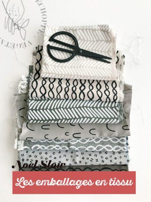 noel et fete de fin d'années écologique avec les emballages en tissu à motifs noir, blanc, bleu, et furoshiki