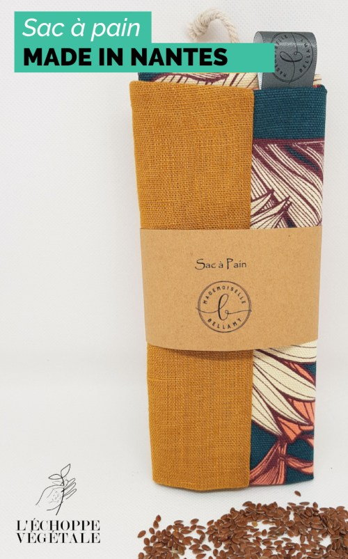 sac à pain réutilisable fait à la main rangée dans un rouleau de papier kraft