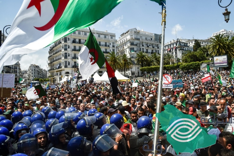 تواصل سلسلة الإحتجاجات في الجزائر للجمعة الثالث عشر