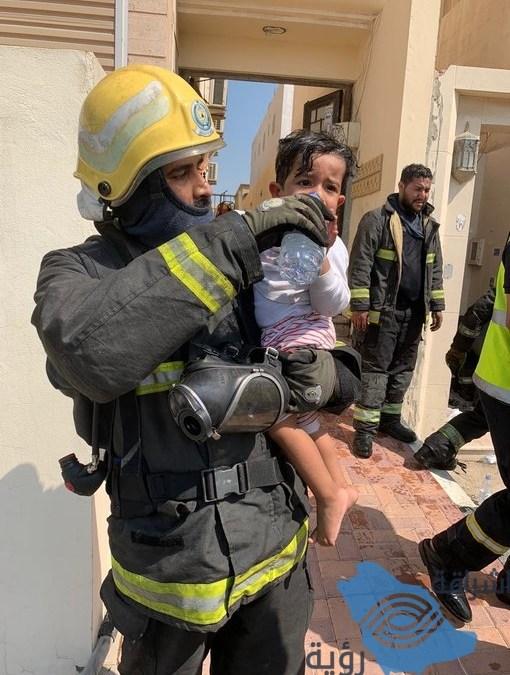 اندلاع حريقاً في شقة سكنية بسيهات نتج عنه احتجاز 5 أشخاص وطفلين