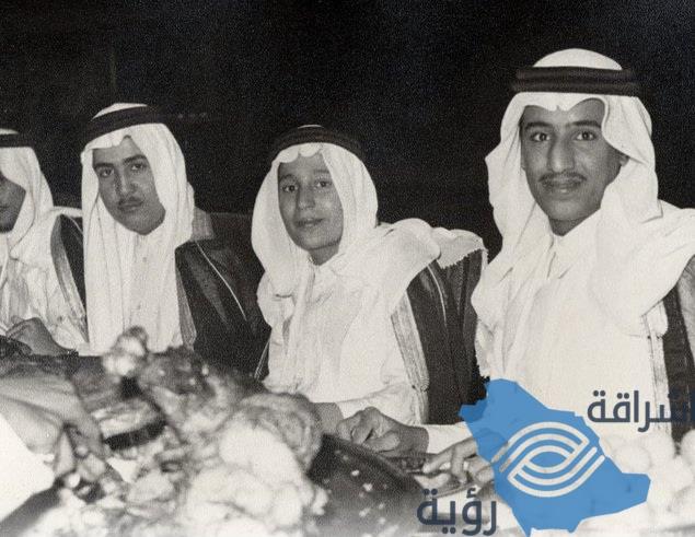 صورة نادرة للملك سلمان بعمر 18 عاماً خلال مأدبة مقامة لملك الأردن
