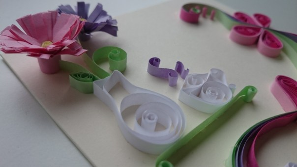 Quilling fringed flowers