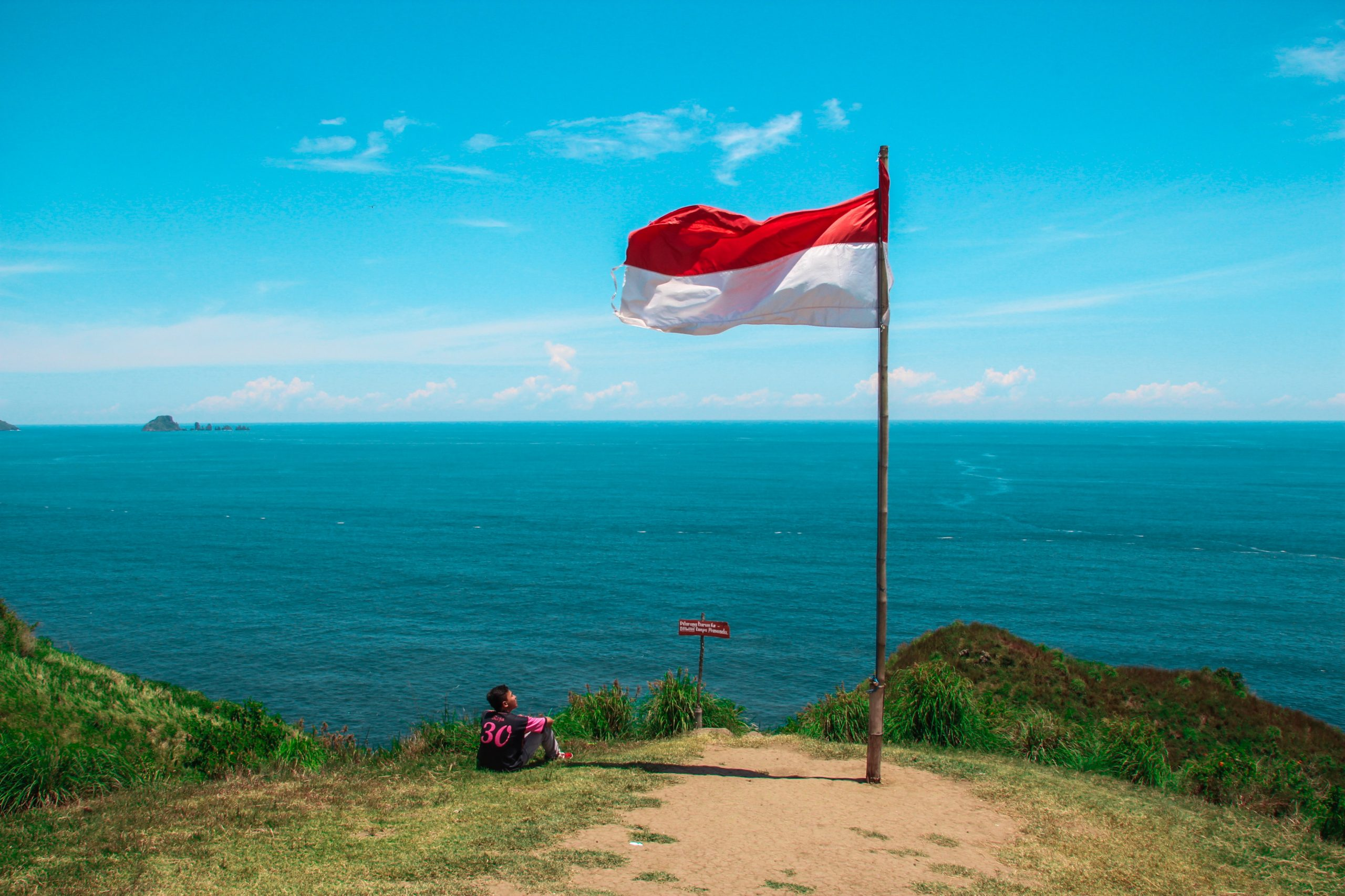 eSIM in Indonesia | Top 3 Local Carriers and eSIM Supported Devices