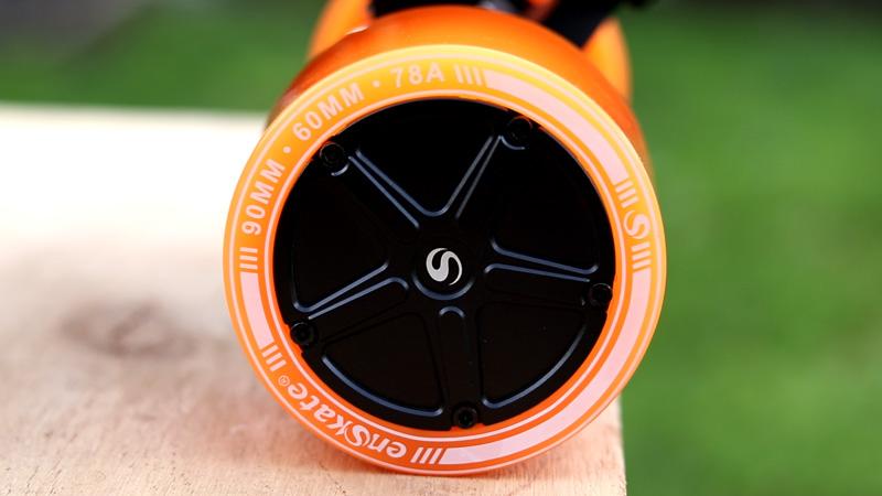 The hub motors of the enSkate R3 Mini