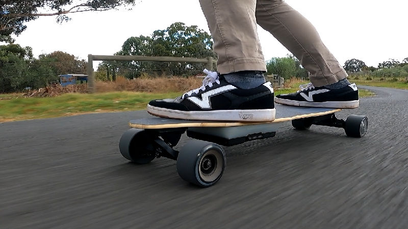 Riding the Uditer W3 electric skateboard
