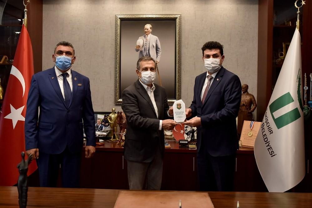 """Başkan Ataç; """"Gazi ve şehitlerimize duyduğumuz minnet tarif edilemez"""""""