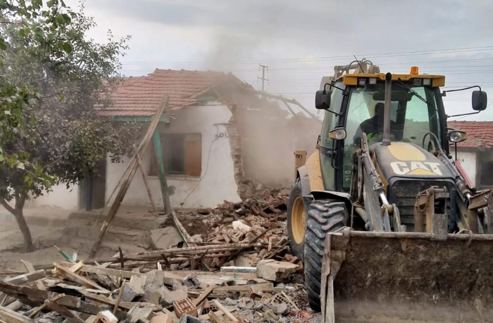Tepebaşı'ndaki metruk ve riskli binaların yıkımı sürüyor
