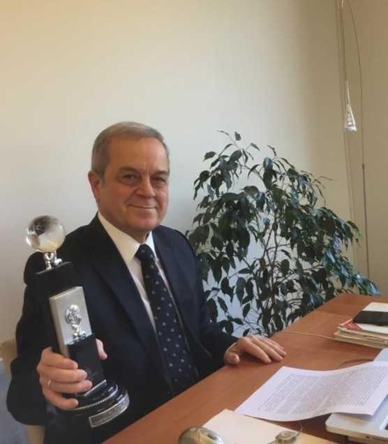 Prof. Dr. Melih Erdoğan'a TİDE tarafından ödül verildi