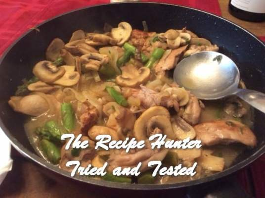 trh Es's Chicken with Mushrooms and Asparagus