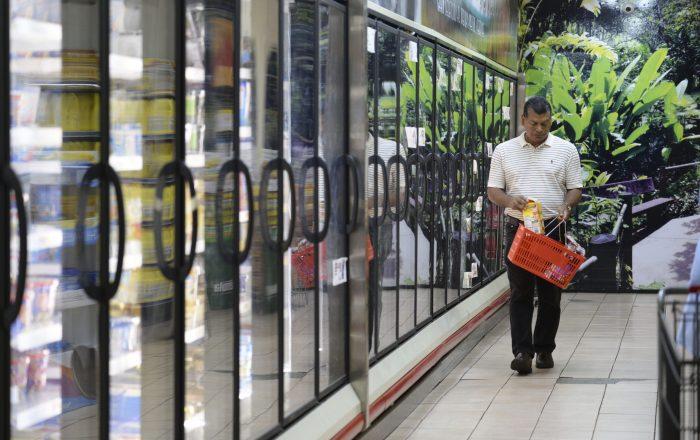 Retornar al toque de queda a las 7:00 de la noche costará 20,000 empleos