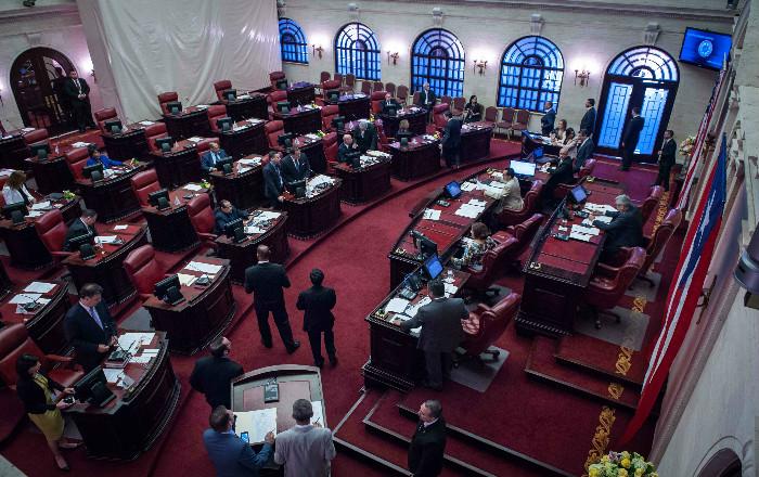 Senado ordena al PFEI certificar si juez Vélez Torres sigue políticos en redes sociales