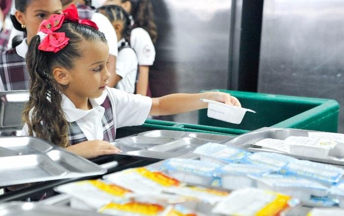 Educación invierte $17 millones en equipos de seguridad en comedores escolares