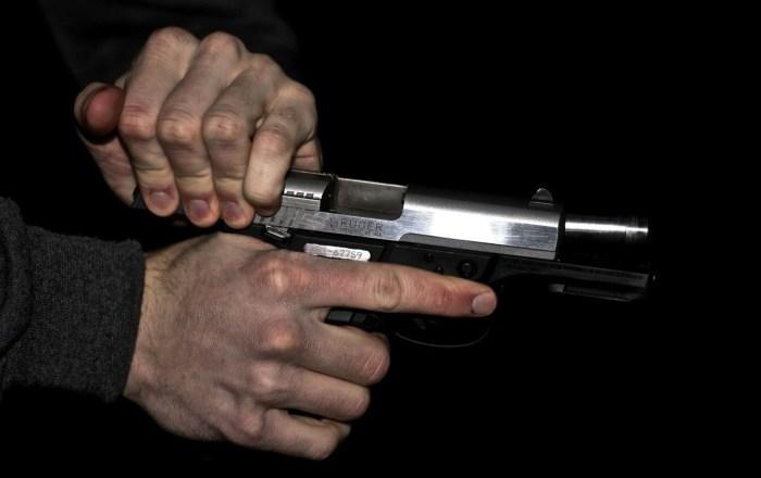 Roban arma de fuego en Arroyo