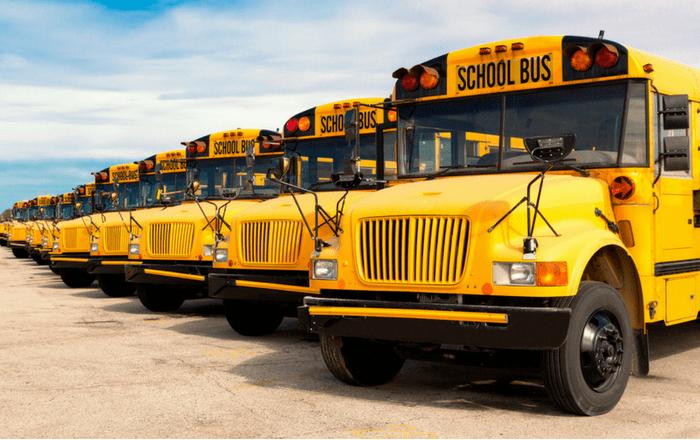 Educación comienza a pagar a los transportistas
