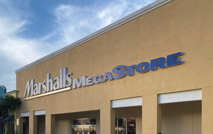 Autorizan reabrir tiendas Marshalls y Macy's