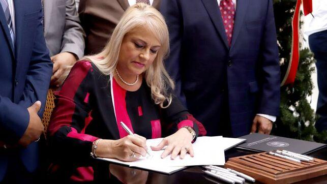 Gobernadora somete proyecto de ley contra el femicidio