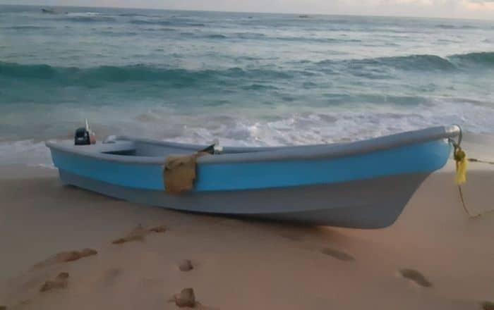 Encuentran embarcación vacía en costa de Manatí