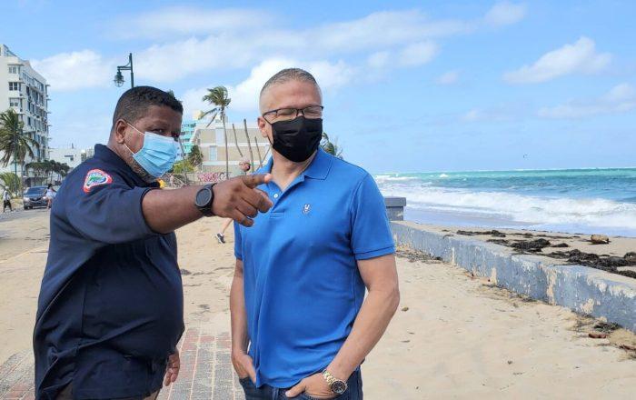 Autoridades orientaron a ciudadano para que saliera del mar, ante aviso de peligro costero