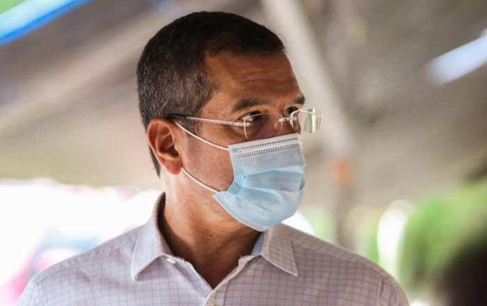 Gobernador insiste alza de COVID recae en personas no vacunadas