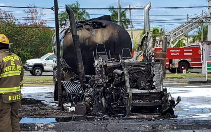 Extinguen incendio de camión en gasolinera