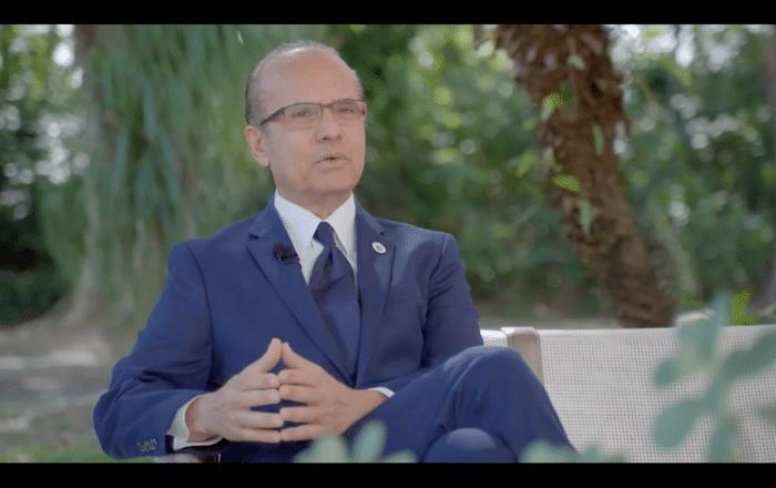 Premian al presidente de la UPR