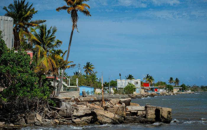 Comunidades en la costa sur: a merced de otro huracán