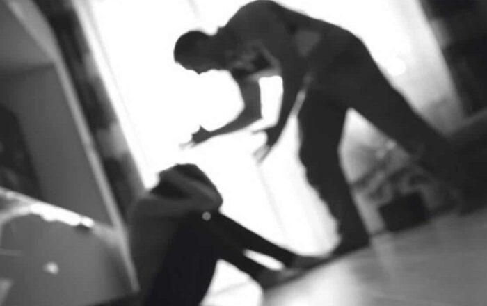 Acusan a tres hombres de violencia doméstica