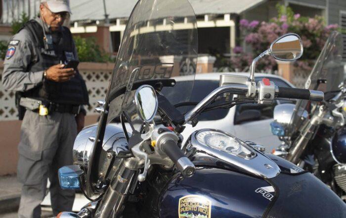 Agente de la Policía se accidenta con una motora oficial
