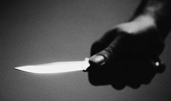 Mujer ataca a cuchilladas a su pareja