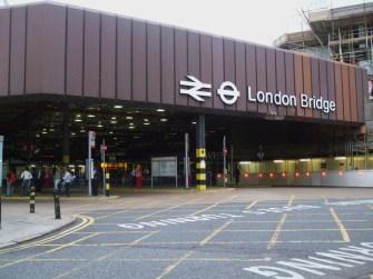 London_Bridge_railway_station_bus_station_entrance