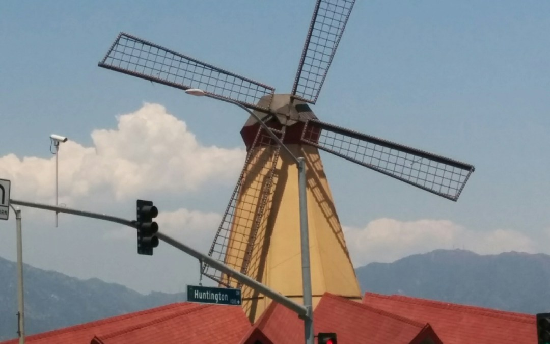 The last Van de Kamp's Holland Dutch Bakery windmill is back