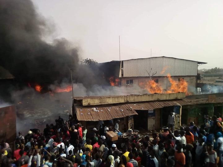 Matoto: un incendie en cours au grand marché