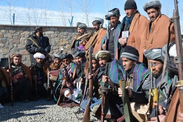 Dieciséis ex insurgentes se unieron al Programa de Paz y Reintegración de Afganistán en la provincia de Ghor. La ceremonia se llevó a cabo la reintegración en el complejo del gobernador provincial. cc IsafMedia