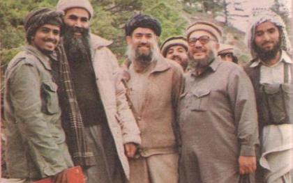 Abd Allah Azzam, en el centro.
