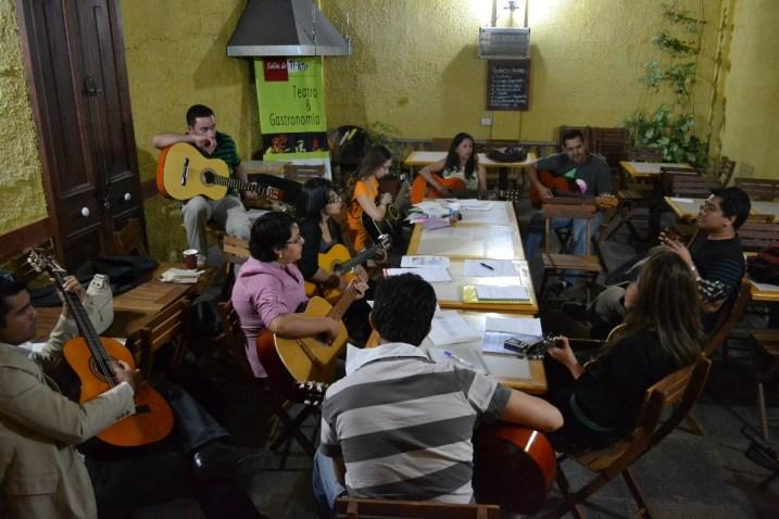 Guitarra-Adulto-Akana-Iquique-3