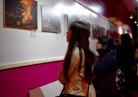 Alumnos taller fotografía vistan exposición Samsara