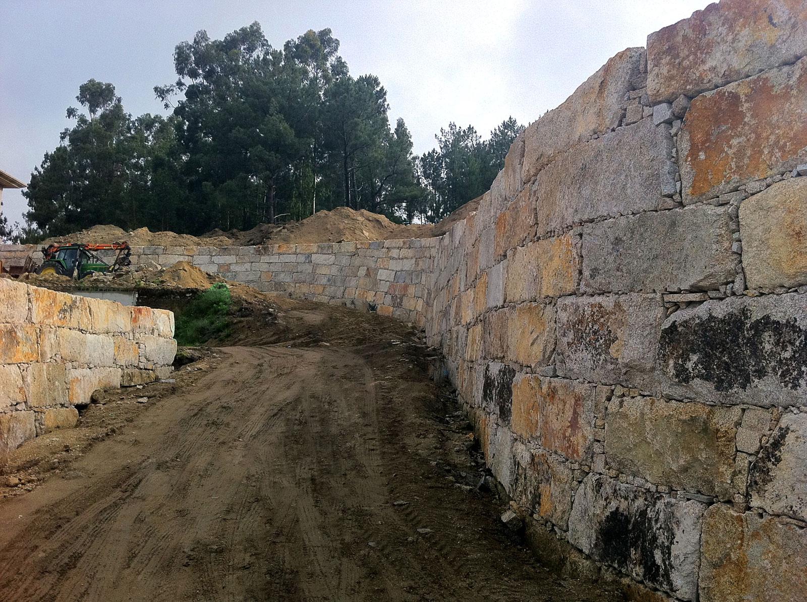 Muro contención mampostería país