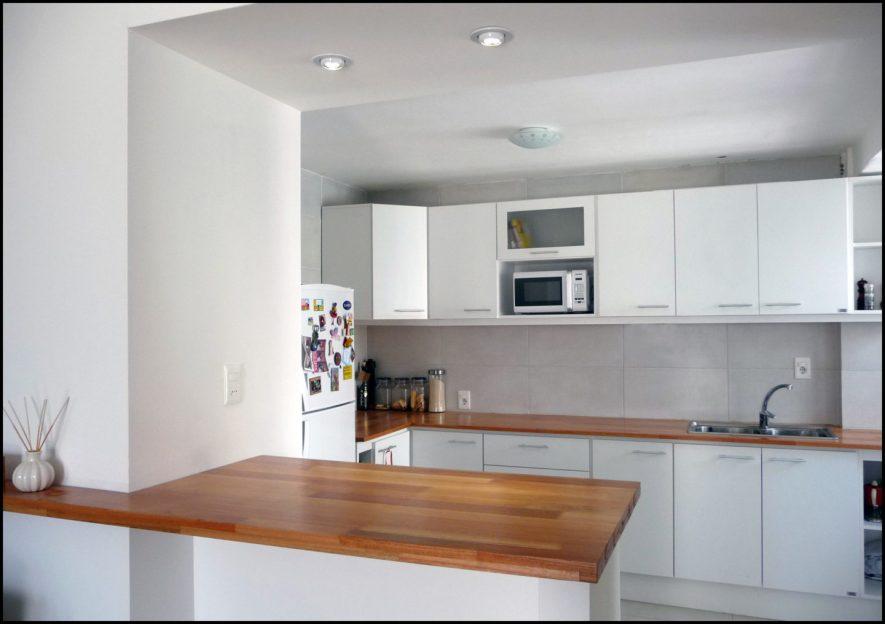 Equipamiento cocina blanco con mesadas de Finger Joint