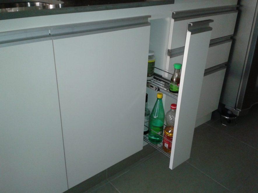 Equipamiento de Cocina Blanco con Porta Botellas