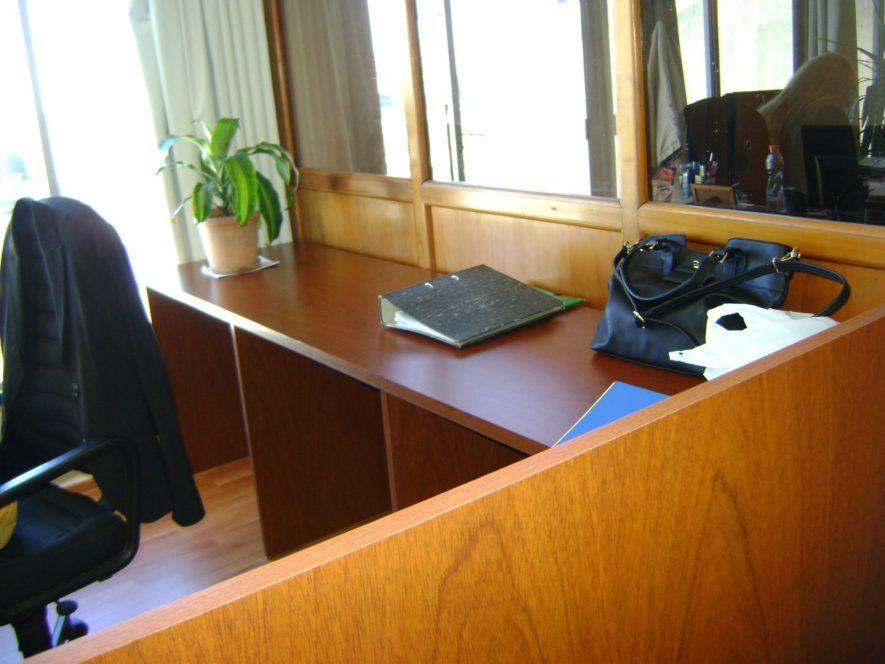 tabique, caja y escritorios para Caute-Antel